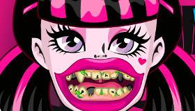 Laver les dents de Draculaura