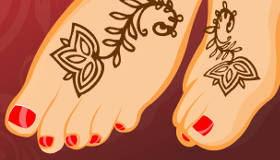 maquillage : Manucure et tatouage au henné