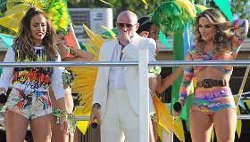 Paroles & vidéos : Pitbull feat. JLo feat. Claudia Leitte - We Are One (Ole Ola)