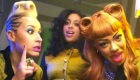 Paroles & vidéos : Stooshe feat. Travie McCoy - Love Me