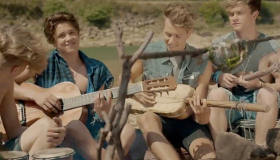 Paroles & vidéos : The Vamps Feat. Shawn Mendes - Oh Cecilia (Breaking My Heart)
