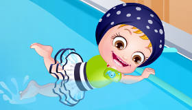 Bébé Hazel à la piscine