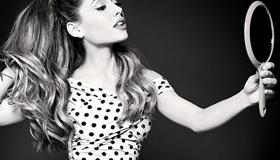 Ariana Grande Spot