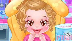 jeu de fille avec un bebe