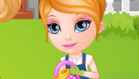 Bébé Barbie fait du jardinage