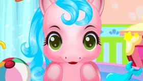 Le bain du poney rose