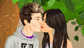 Selena et Justin s'embrassent