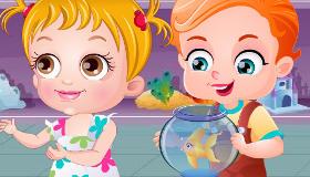 Deux bébés et leur poisson rouge