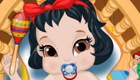 Le bain de bébé Blanche-Neige